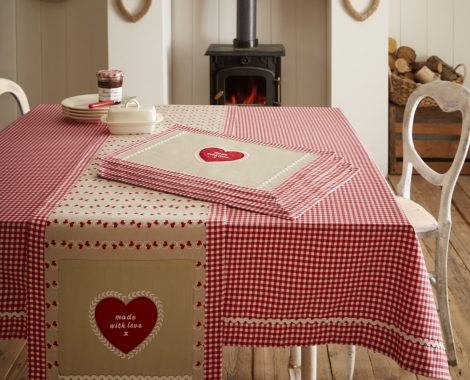 HOMEMADE-TABLE-LINEN-1600x1847